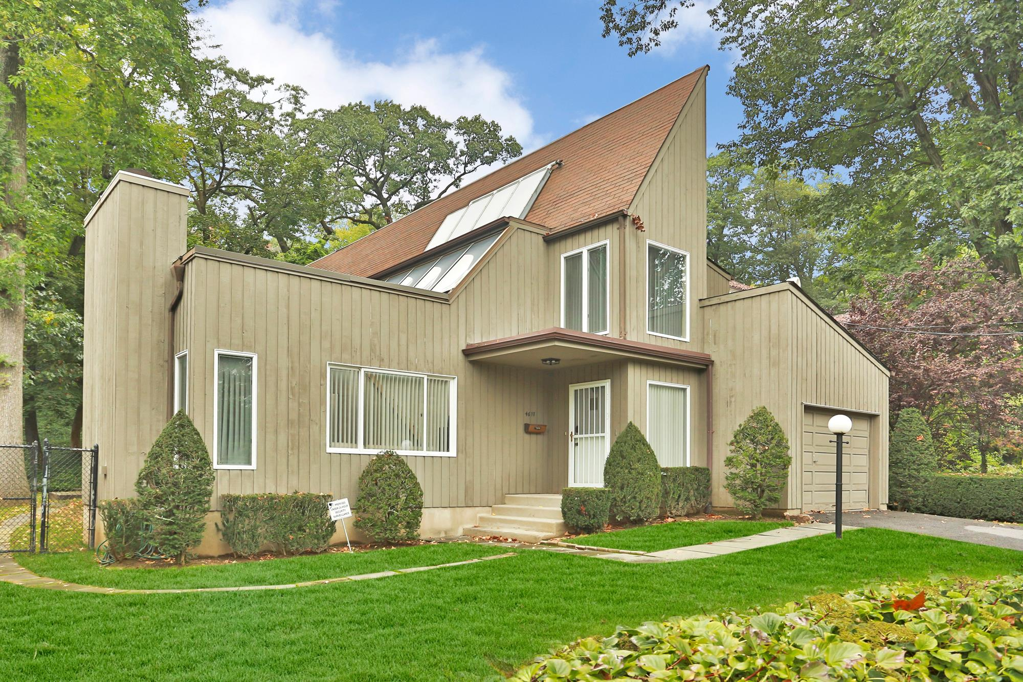 FIELDSTON: Stylish & Bright 4-Bd. Solar House with Patio & Garden