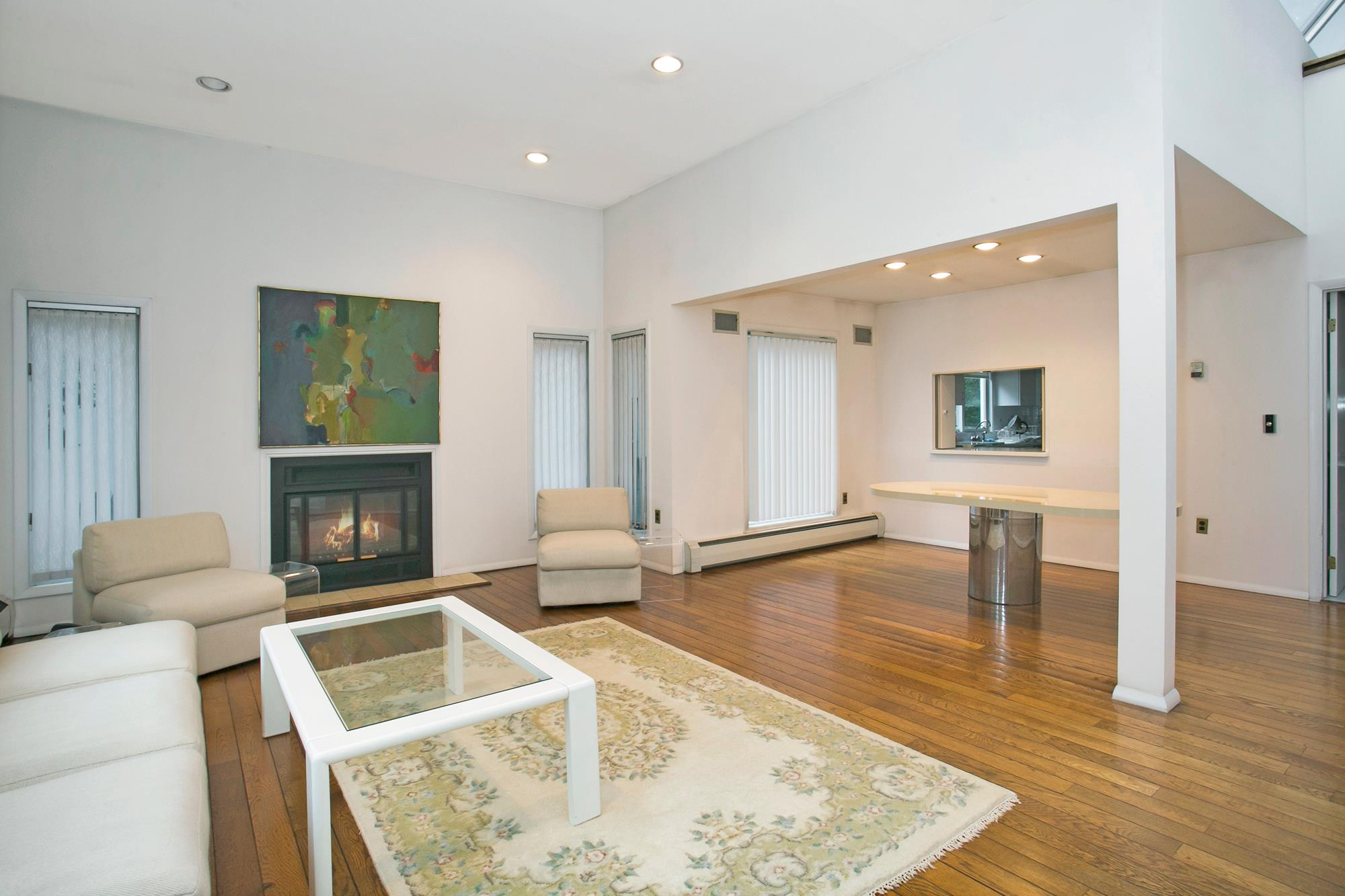 FIELDSTON: Stylish & Bright 4-Bd. Solar House with Patio & Garden