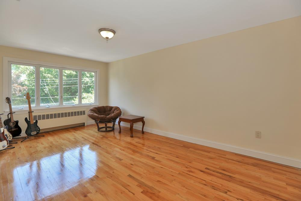 Renovated 6-Bd. Brick House w/ Patio, Yard & Garden on Netherland Ave.