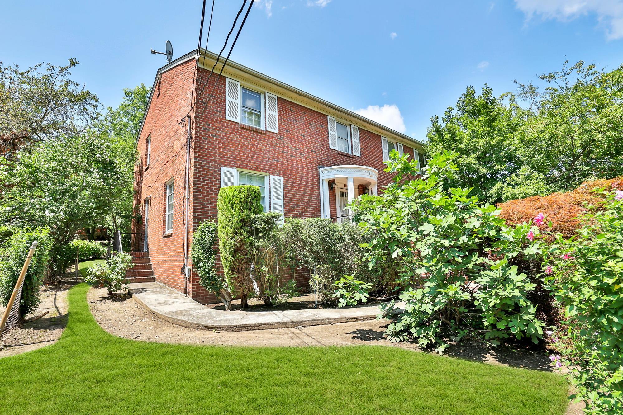 Spacious 4-Bd. Brick House w/ Patio & Level, Grassy Yard