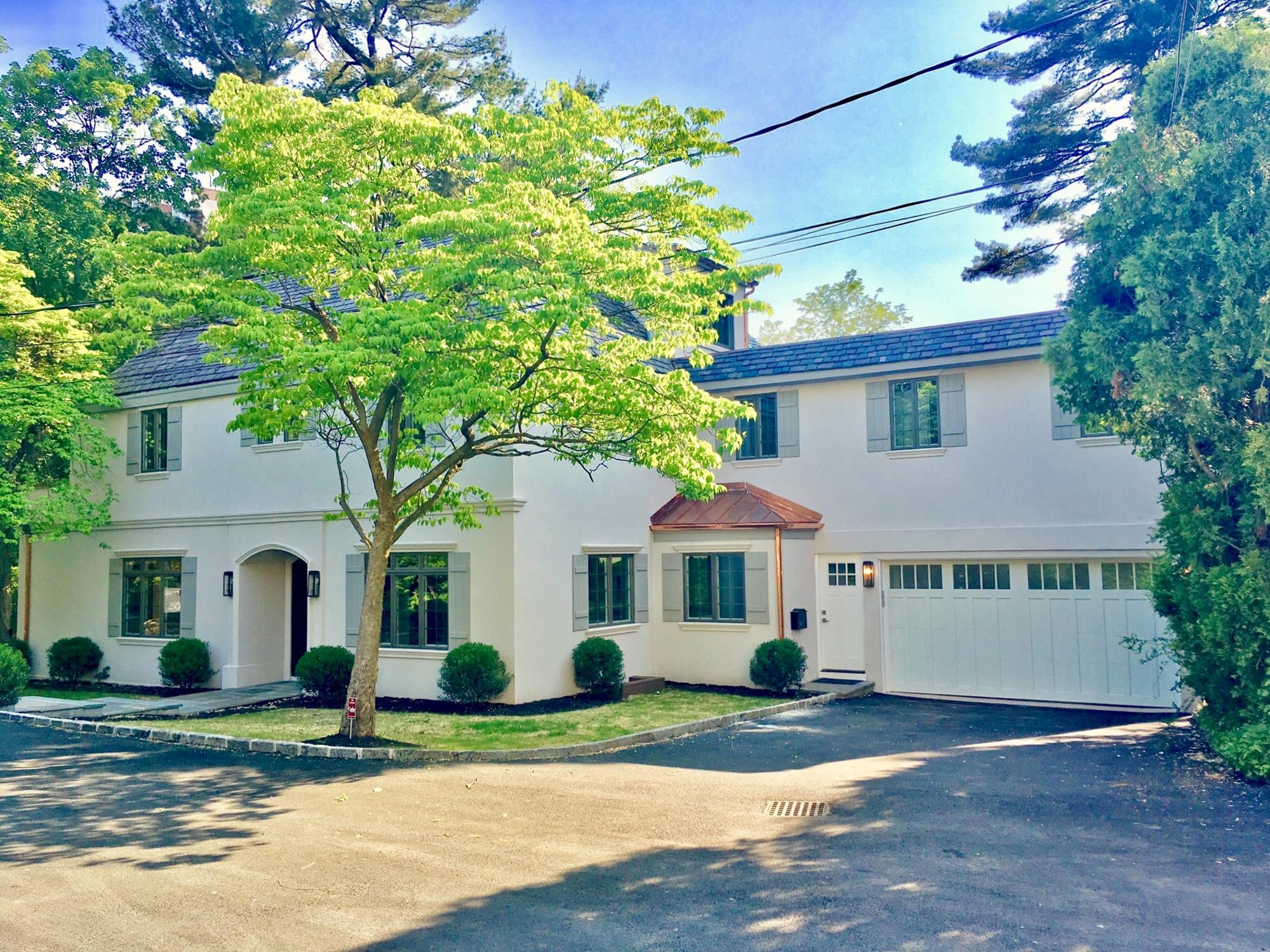 ESTATE AREA: Newly Renovated 6-Bd. Stucco House w/ Level, Grassy Yard on Double Lot on Private Cul-de-Sac