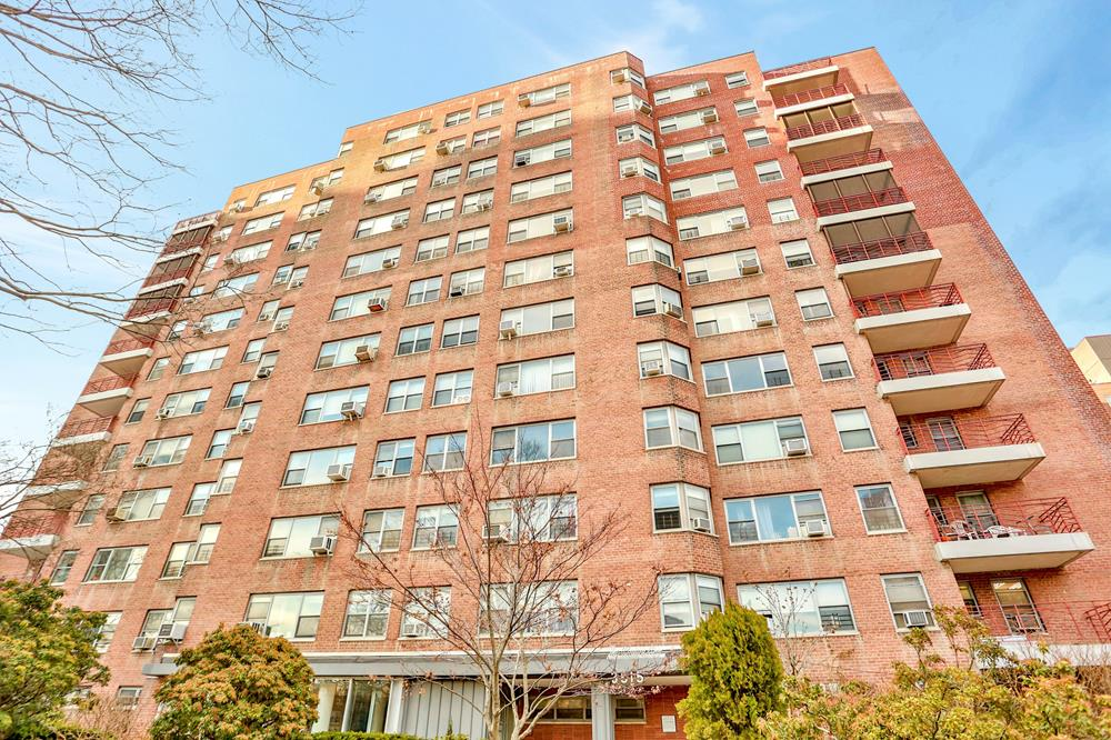 MOVE-IN CONDITION: Spacious & Bright 3-Bd., 2-Bath Co-op w/ Balcony & Doormen