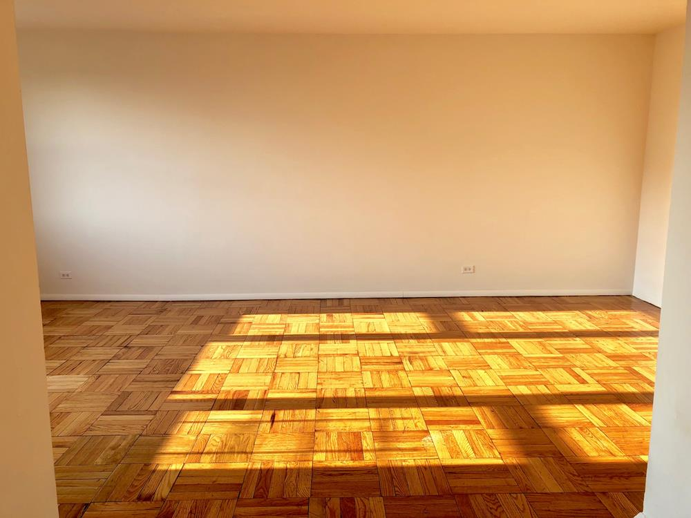RENT STABILIZED - Bright 1 Bedroom with Doorman, Fitness Room, near shops, transportation & dog run.!!!