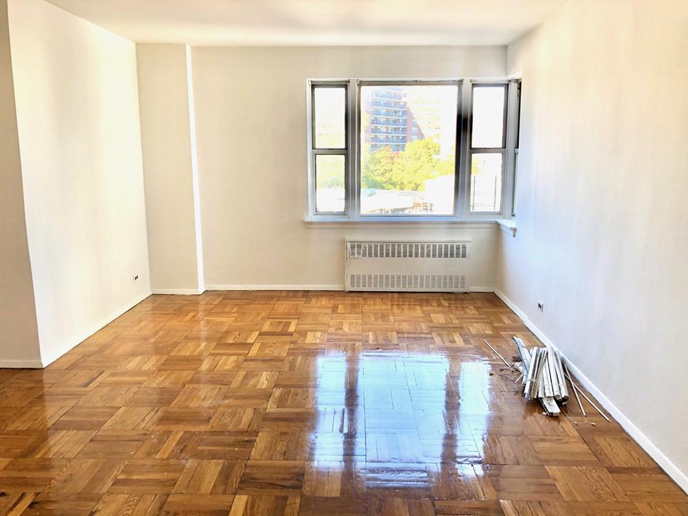 RENT STABILIZED - Bright 1 Bedroom with Doorman, Fitness Room, near shops, transportation & dog run. DOGS OK!