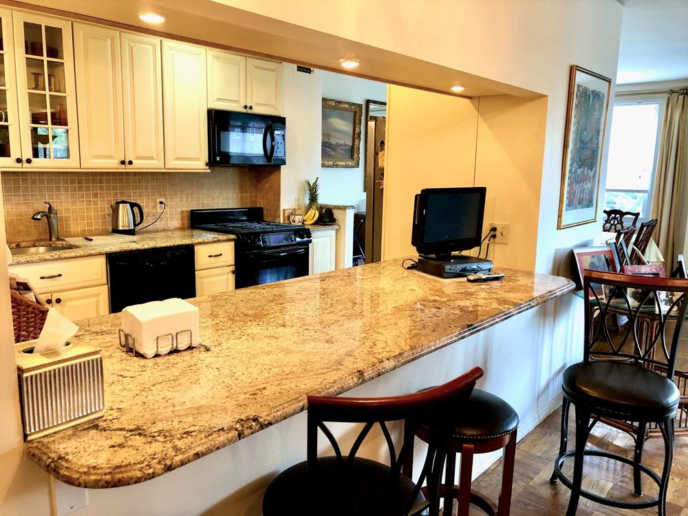 Spacious 2-Bd. (Convertible 3-Bd.) Co-op w/ Balcony & Doormen, Parking Available