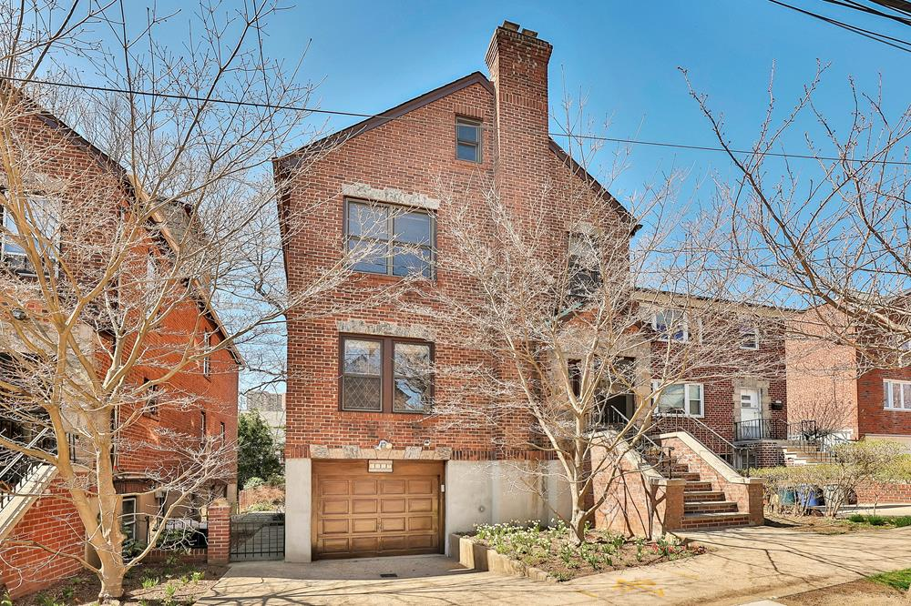 Classic 3-Bd. Brick House w/ Terrace, Patio & Landscaped Yard