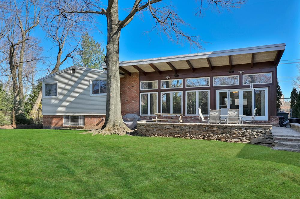 3-Bd. Ranch House w/ Patio & Expansive Level Yard