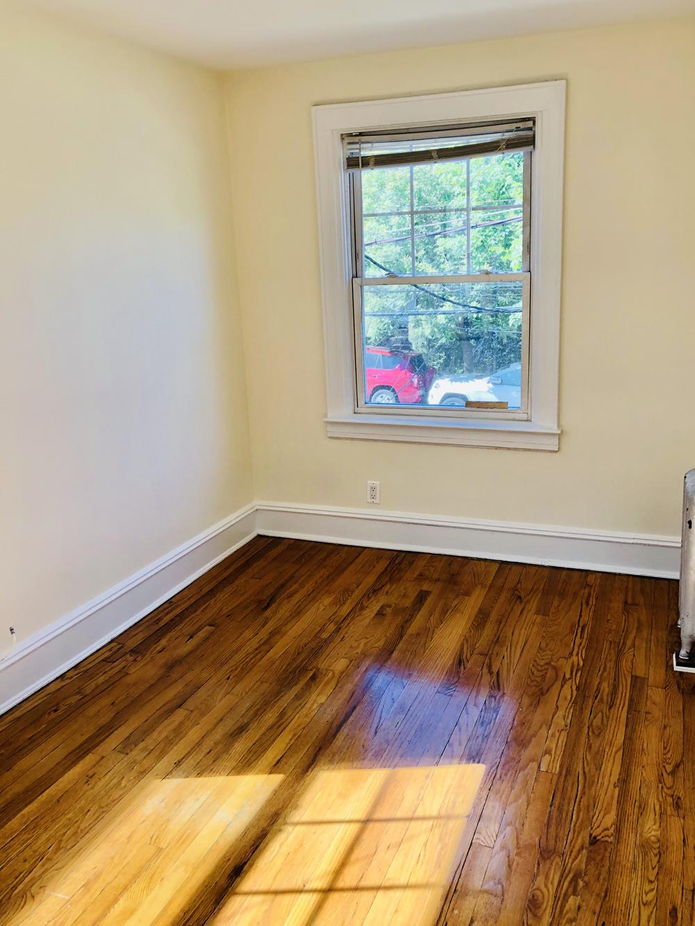 3-Bd. House with Fireplace, Deck and Yard on Cul-de-Sac
