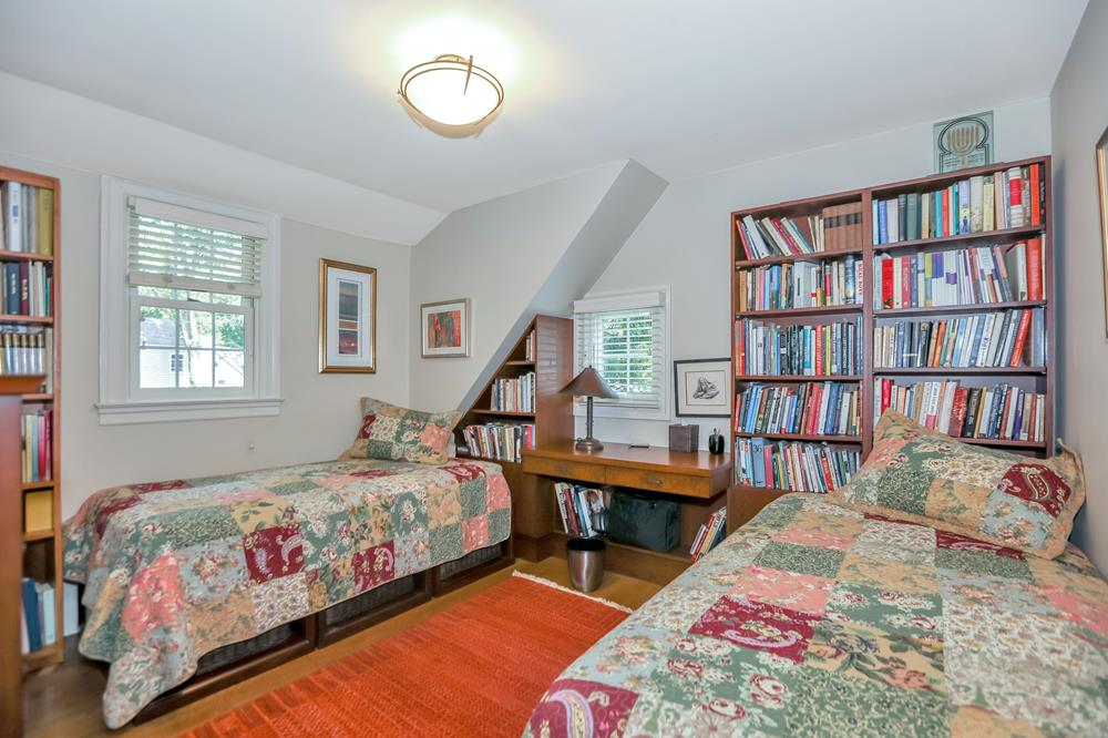 Charming, Move-In Condition 3-Bd. House w/ Wraparound Patio & Garden on Private Cul-de-Sac