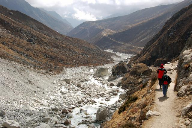 PHAT_nepal_hiking-landscape-valley