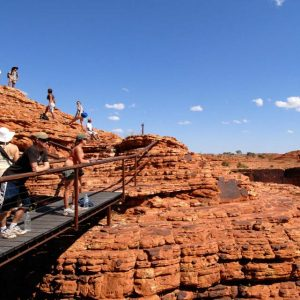 australia_northen-territory_group_blue-sky_kings_canyon