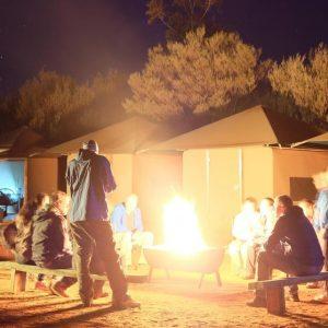 australia_northern-territory_campfire_yulara_uluru