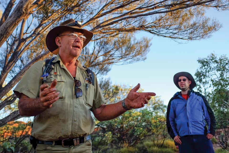 australia_northern-territory_tour_leader_kings_canyon