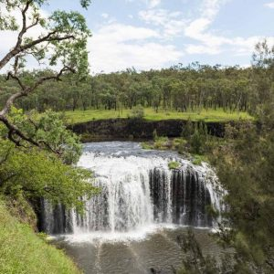 australia_queensland_millstream-falls
