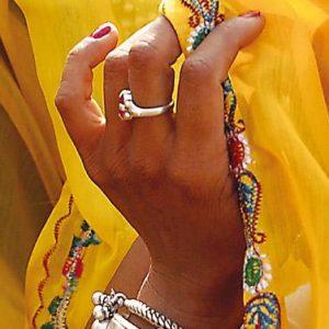 india_yellow_sari