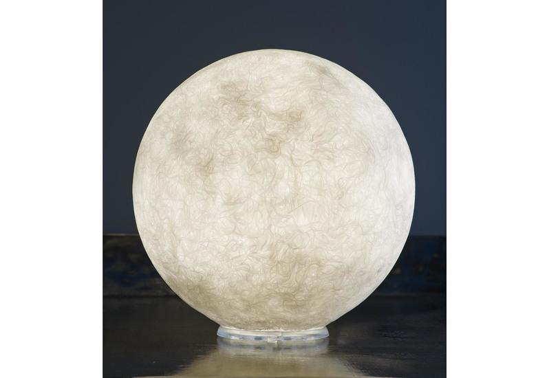 Micro moon table lamp in es.artdesign treniq 1