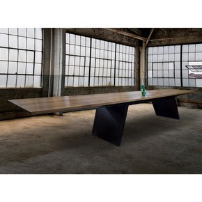 Blade extending dining table