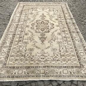 Beige-Cream-Overdyed-Handmade-Rug_Istanbul-Carpet_Treniq_0