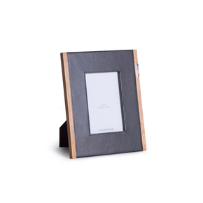 Step-Up-Photo-Frame_Taamaa_Treniq_0