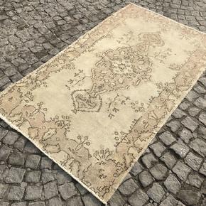 Beige-Cream-Overdyed-Handmade-Rug-Vintage-Oushak-Rug_Istanbul-Carpet_Treniq_0