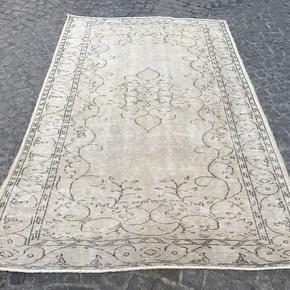 Beige-Overdyed-Handmade-Rug-Vintage-Turkish-Oushak-Rug-677_Istanbul-Carpet_Treniq_0