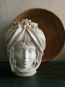 The-White-Queen-Vase_Agata-Ltd_Treniq_0