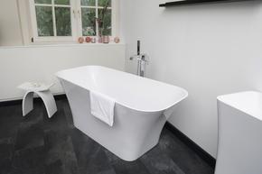 Monza-Freestanding-Stone-Cast-Bath_Bädermax_Treniq_0