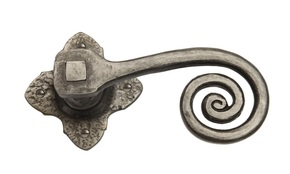 Louis Fraser Curlytail Door Handle on Rose