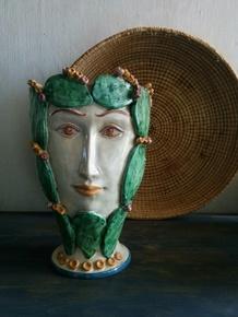 The-Prickly-Queen_Agata-Ltd._Treniq_0