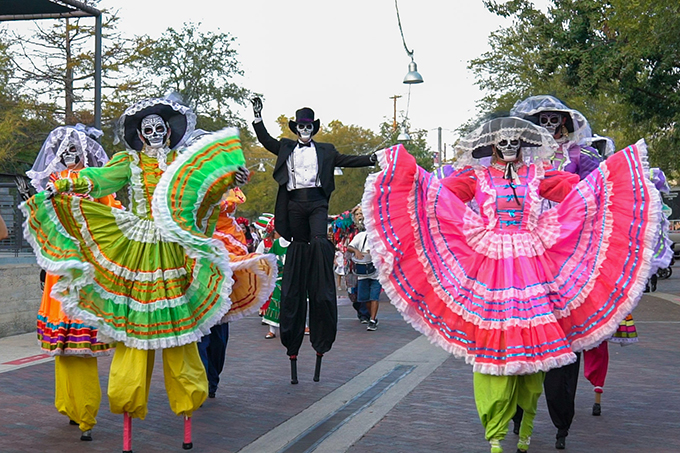Dia de Los Muertos Comes to Life in San Antonio This Fall