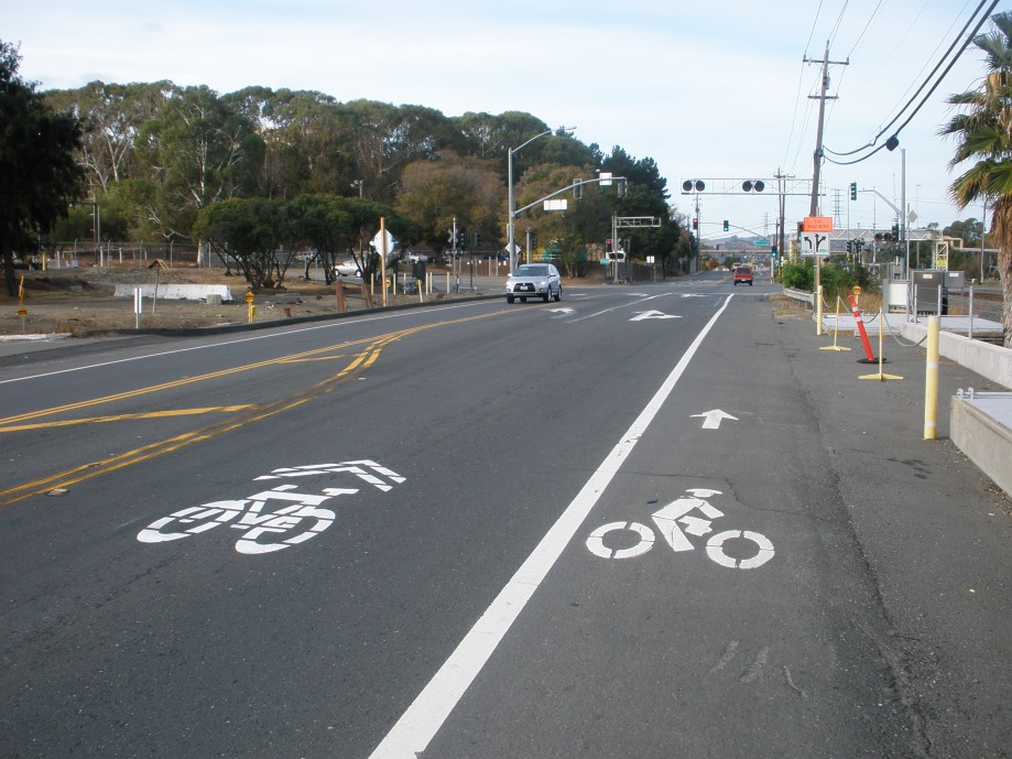 Trip photo #1/36 Both sharrow and bike lane markings on Marina Vista