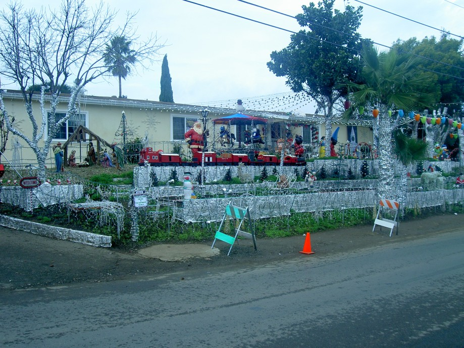Trip photo #19/30 Christmas decor on Glen Cove Rd. in Vallejo