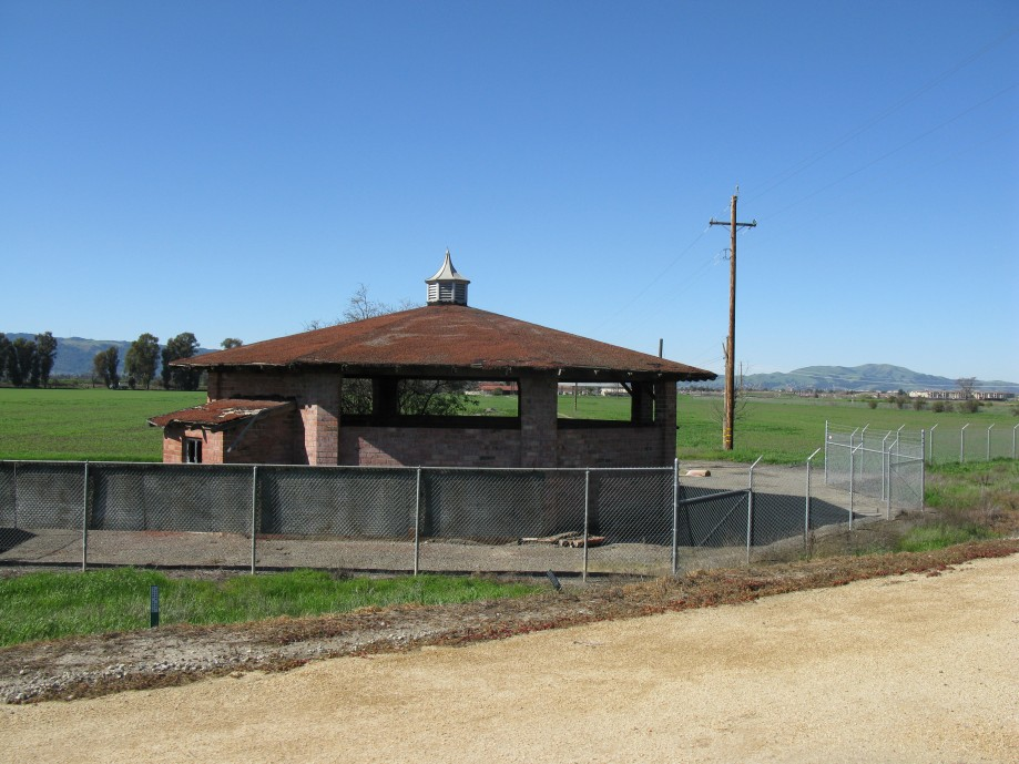 Trip photo #36/45 Old stable along Jack London trail