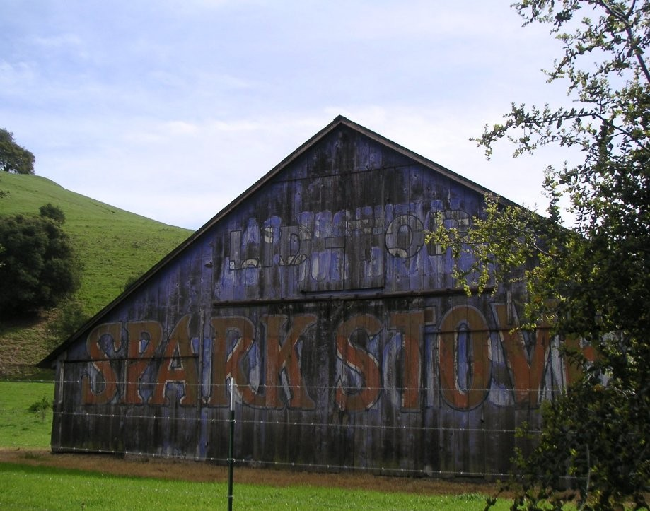 Trip photo #29/31 Barn and 105 year old billboard