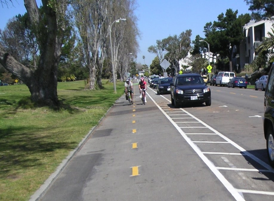 Trip photo #28/31 Westline Dr. (protected bikelane)