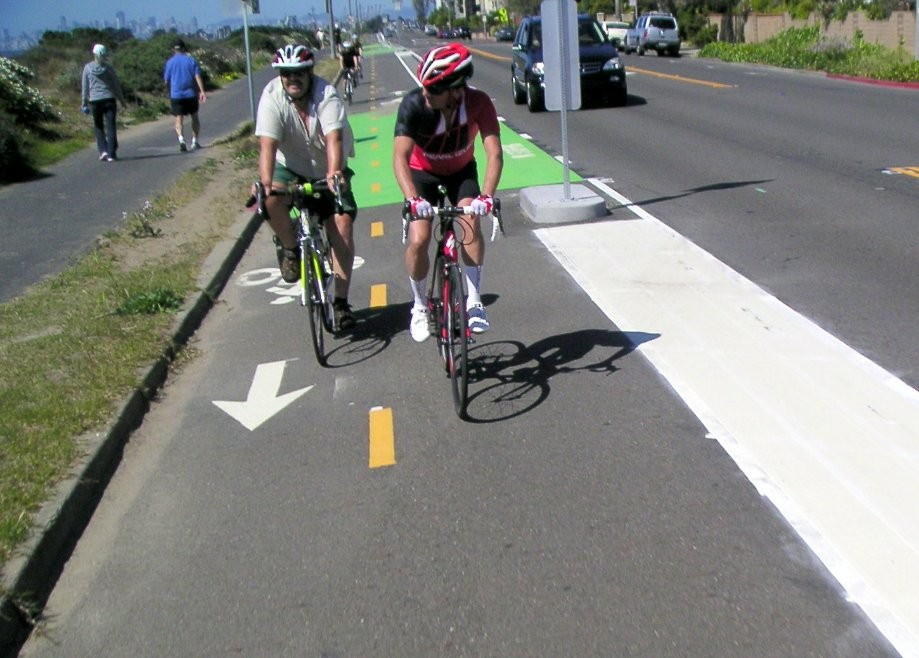 Trip photo #29/31 New protected bikelane continues on Shoreline Dr.