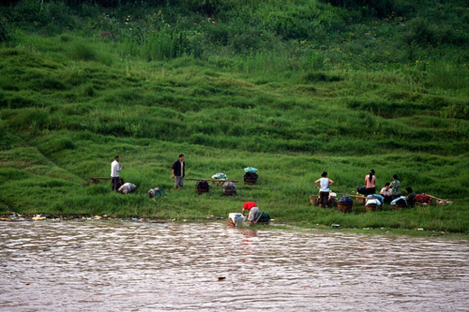 Trip photo #81/200 Washing Clothes in the Yangtze