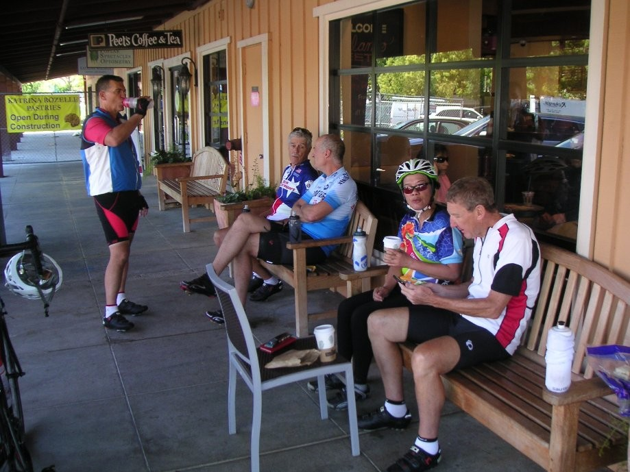 Trip photo #9/10 Refreshment stop at Peet's in Alamo Plaza
