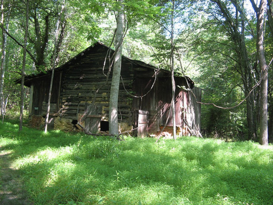 Trip photo #6/14 Old tobacco barn