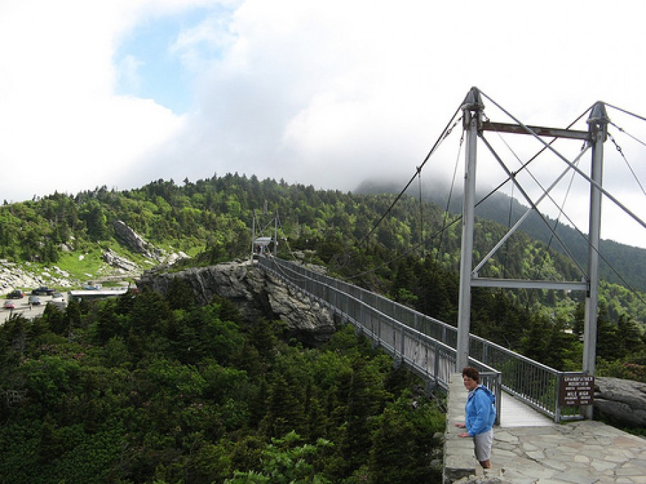 Trip photo #2/19 Mile High Swinging Bridge from the Far Side