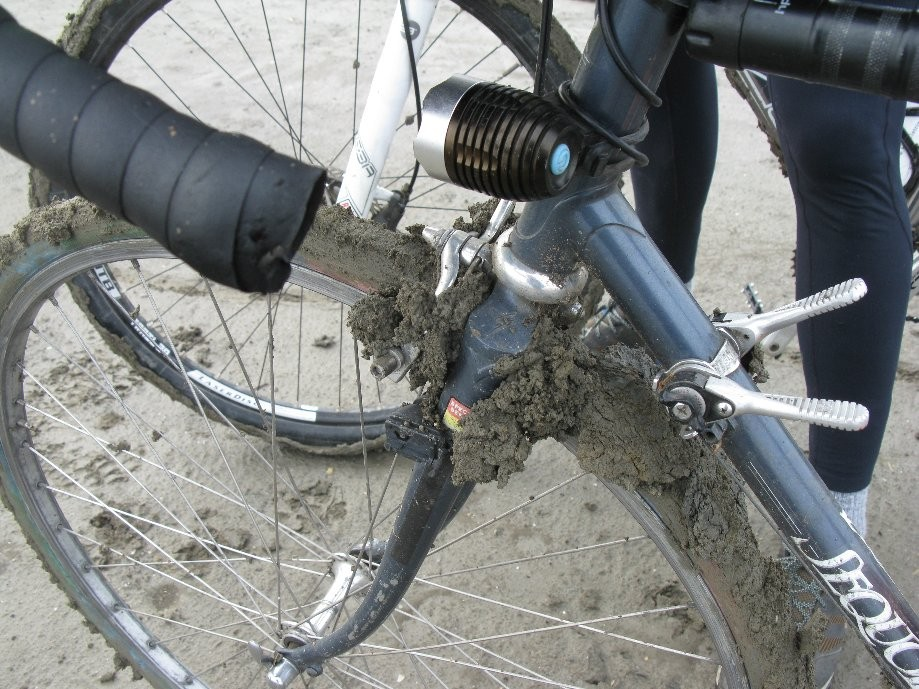Trip photo #6/11 A little mud buildup - why MTBs have more clearance