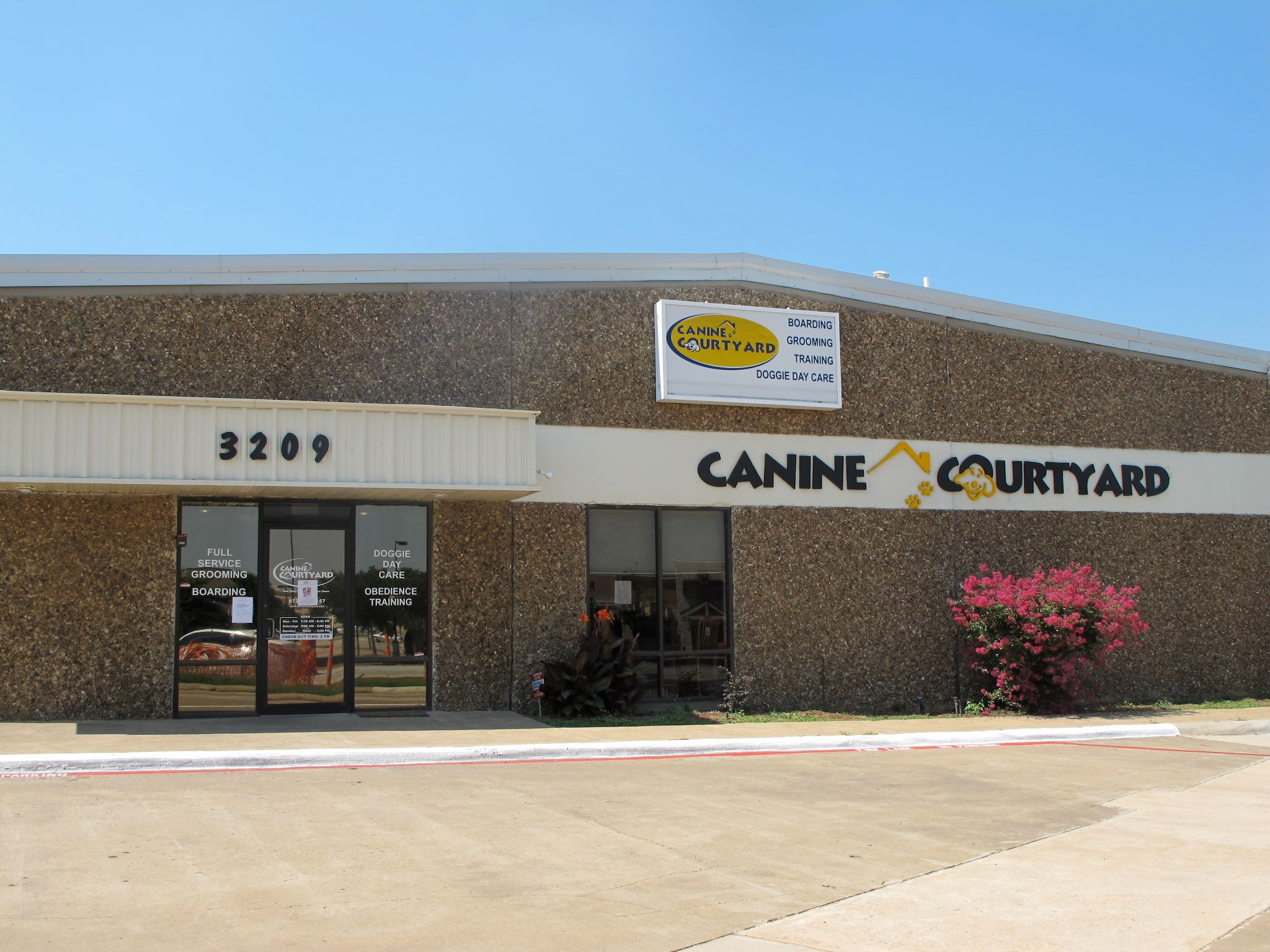 Texas' Top Rated Local® Pet Groomers Award Winner: Canine Courtyard