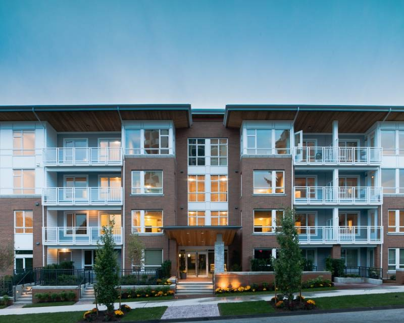 The Residences at Queen Mary at 717 Chesterfield Avenue, North Vancouver, British Columbia. Image 7