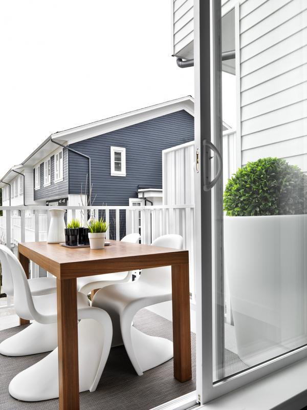 Black and Whites on Foster at 548 Foster Avenue, Coquitlam, British Columbia. Image 2