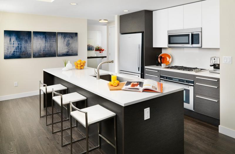 Solo District Condos at Lougheed Hwy & Willingdon Ave, Burnaby, British Columbia. Image 5