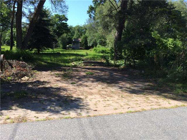 Vacant Land at 1025 Grey St, Muskoka Lakes, Ontario. Image 2