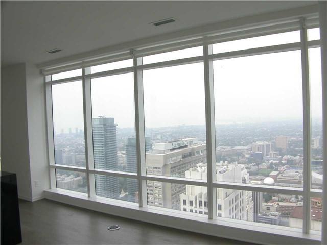 Condo Apartment at 1 Bloor St E, Unit 5609, Toronto, Ontario. Image 7