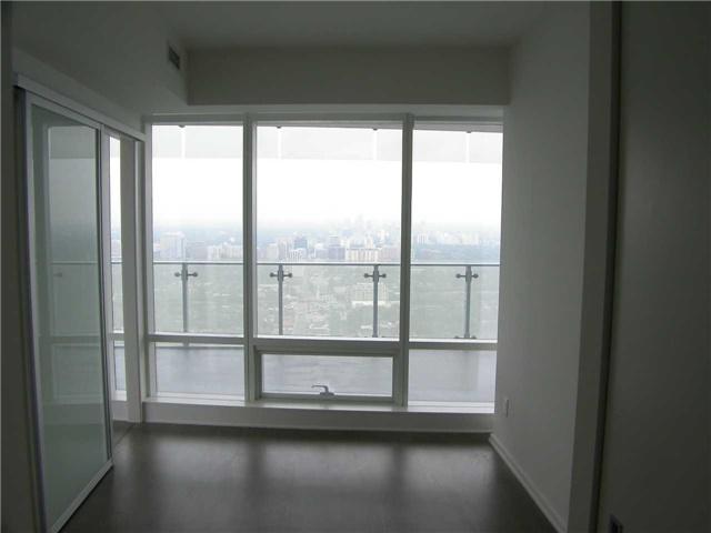 Condo Apartment at 1 Bloor St E, Unit 5609, Toronto, Ontario. Image 8