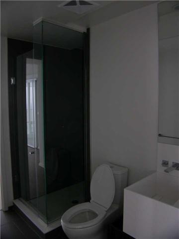 Condo Apartment at 1 Bloor St E, Unit 5609, Toronto, Ontario. Image 9