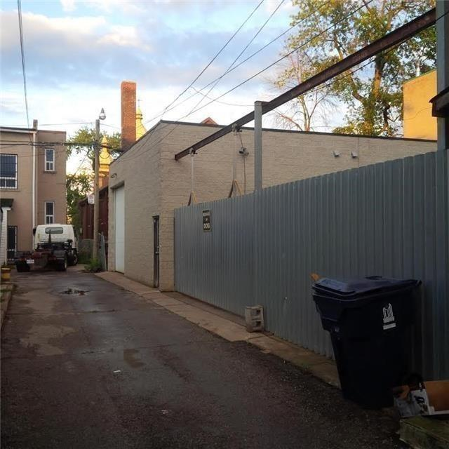 Detached at 81 Markham St, Toronto, Ontario. Image 3
